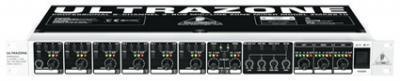 Behringer ULTRAZONE ZMX8210 Микрофонно-линейный зонный микшер для звуковых инсталляций